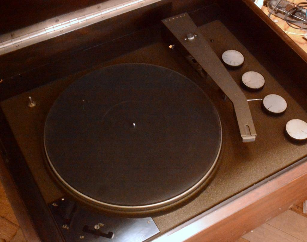 Early Yamaha KT-3 turntable with tonearm and tube phono amplifier