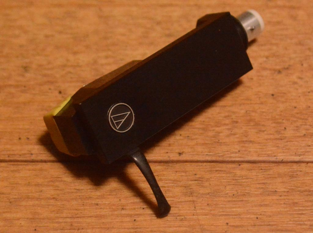 The first Audio Technica cartridge AT-3 with original headshell * VG++ condition