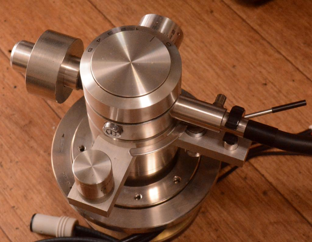 Exclusive EA-10 dynamic balanced tonearm for professional * cable include