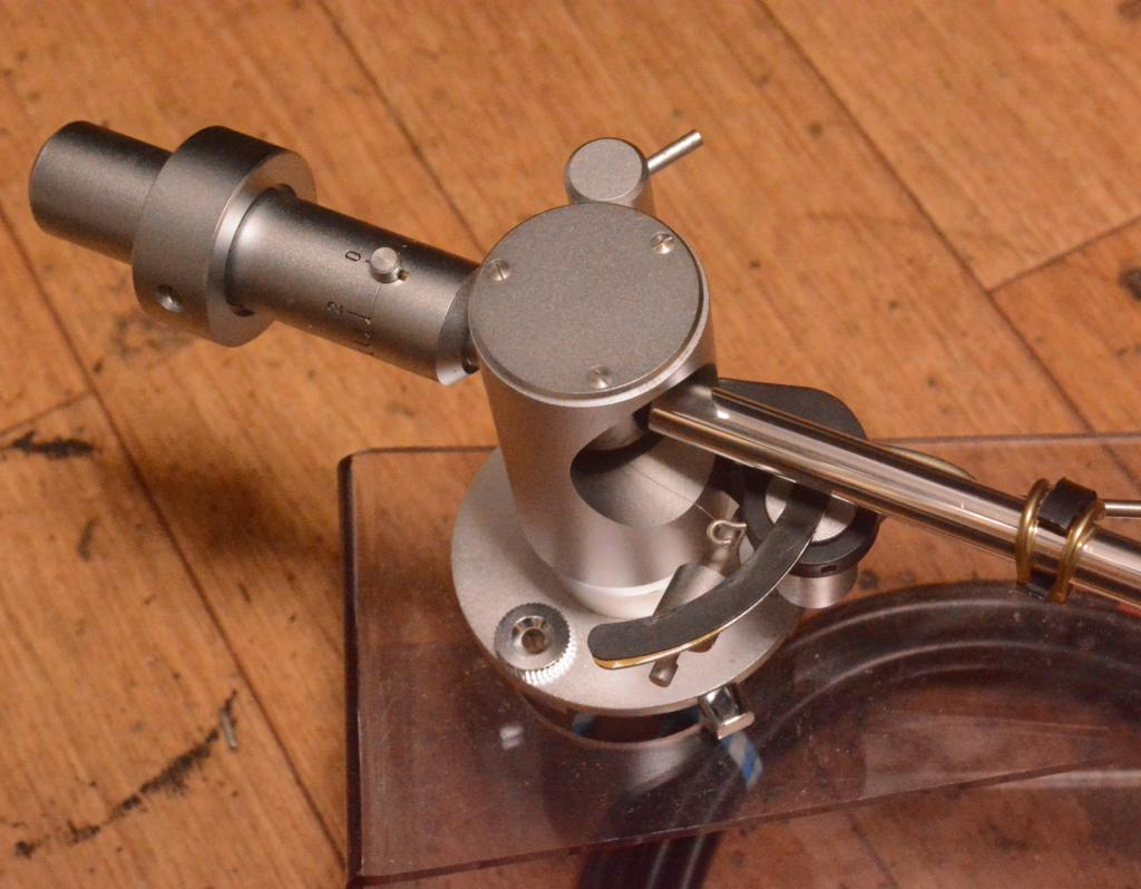 Fidelity Research FR-24MK2 tonearm with cable, headshell