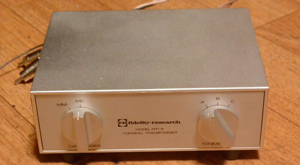 Fidelity Research FRT-5 step up transformer for 3 tonearms, 3-10ohm impedance